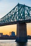 在日落的雅克・卡蒂埃桥梁 免版税库存照片