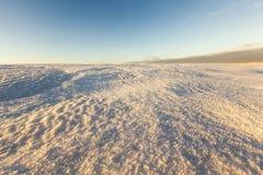 在日落的雪 免版税库存照片
