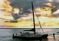 在日落的风船。 库存照片