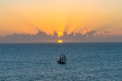 在日落的风船在基韦斯特岛 免版税图库摄影