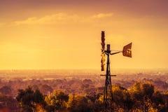 在日落的风车在南澳大利亚 免版税库存照片