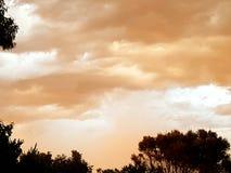 在日落的风雨如磐的天空 图库摄影