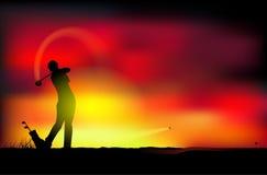 在日落的高尔夫球 皇族释放例证