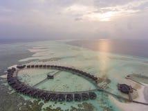 在日落的鸟瞰图在Olhuveli海岛,马尔代夫 库存图片