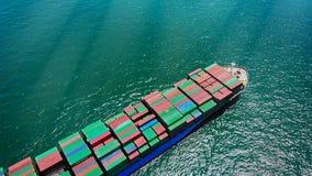 在日落的鸟瞰图 货物从泰国t将运输 免版税库存图片
