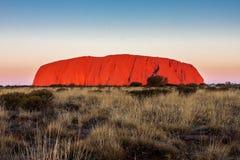 在日落的登上Uluru 澳洲 图库摄影