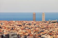 在日落的巴塞罗那都市风景 免版税库存图片