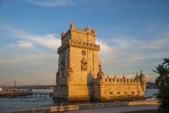 在日落的贝拉母塔在里斯本,葡萄牙,欧洲 免版税库存照片