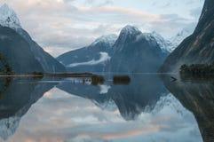 在日落的主教峰顶 Milford Sound 免版税库存图片