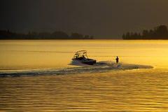 在日落的水橇 免版税库存图片