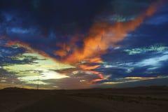 在日落的绯红色云彩 免版税库存图片