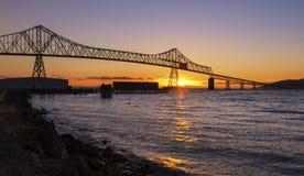 在日落的Astoria-Mngler桥梁 库存图片