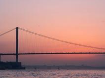 在日落的Bosphorus桥梁 库存图片