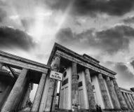 在日落的Brenadenburg门从3月18日正方形-柏林, Germa 库存图片