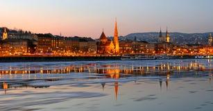 在日落的Buda边在冰冷的多瑙河,布达佩斯,匈牙利 库存照片