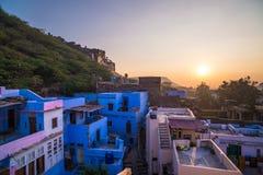 在日落的Bundi都市风景 湖的Pichola,旅行目的地庄严城市宫殿在拉贾斯坦,印度 库存图片