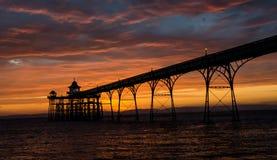 在日落的Clevedon码头 免版税库存图片