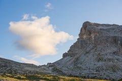 在日落的Croda da Lago山,白云岩,威尼托,意大利 免版税库存照片