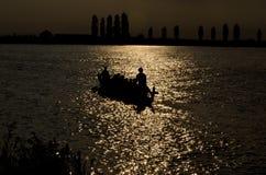 在日落的Dragonboat 库存图片