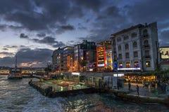在日落的Karakoy码头,伊斯坦布尔,土耳其 库存图片