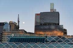 在日落的Macquary和Westpac大厦 图库摄影