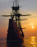 在日落的Mayflower II复制品, 免版税库存图片