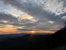 在日落的NC山 库存图片