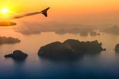 在日落的Phang Nga海湾-普吉岛泰国 免版税库存图片