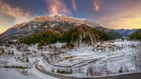 在日落的Piatra Craiului山 免版税库存照片