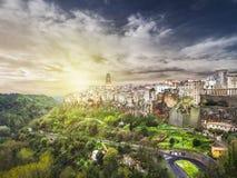 在日落的PILTIGLIANO 田园诗托斯卡纳都市风景 顶面吸引力在意大利 著名旅行目的地 库存照片
