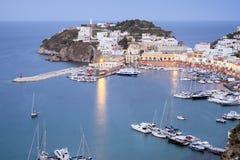在日落的Ponza风景视图 免版税库存图片