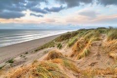 在日落的Rossbeigh沙丘 库存照片