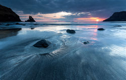 在日落的Talisker海湾 免版税库存照片