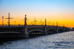 在日落的Troitskiy桥梁在圣彼德堡 库存图片