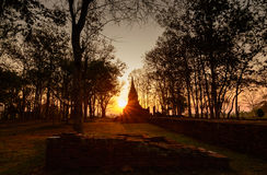在日落的Wat Pasak在城镇saen历史公园,清莱, 库存图片