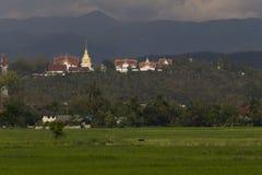 在日落的Wat Pratad土井Saket泰国寺庙 库存照片
