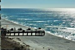 在日落美丽如画的壳海岛附近的巴拿马市海滩墨西哥湾 免版税库存照片
