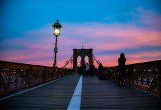 在日落视图的Brooklin桥梁 库存照片