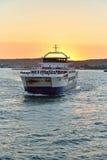在日落风帆的轮渡从克里米亚 免版税库存照片