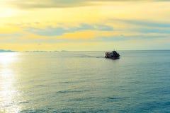 在日落风景的船 库存照片