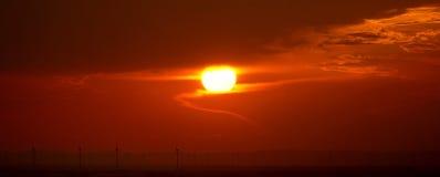 在日落风车 库存照片