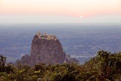 在日落黎明的菩萨寺庙 免版税库存照片