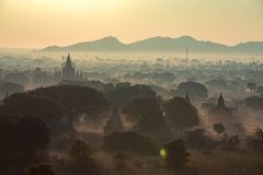 在日落黎明的菩萨寺庙 免版税库存图片