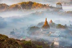 在日落黎明的菩萨寺庙 库存照片