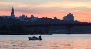 在日落,乌克兰的美好的基辅地平线 免版税库存图片