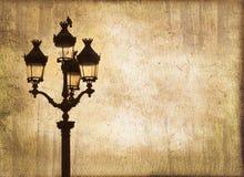 在日落,乌贼属葡萄酒背景的街灯 免版税库存照片