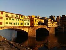 在日落,佛罗伦萨佛罗伦萨,意大利的Ponte Vecchio 图库摄影
