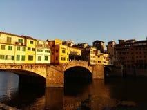 在日落,佛罗伦萨佛罗伦萨,意大利的Ponte Vecchio 库存图片