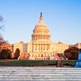 在日落,华盛顿特区的国会大厦大厦 库存图片