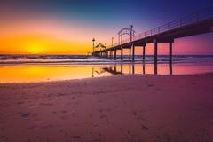 在日落,南澳大利亚的布赖顿跳船 免版税库存图片